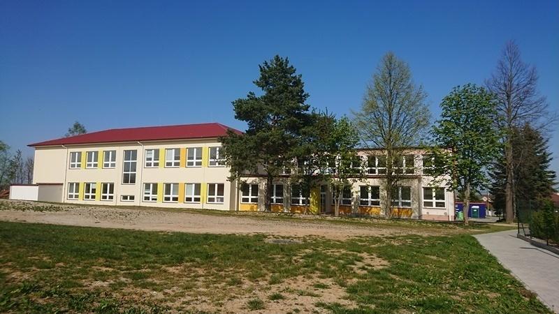 Zvýšení kapacity školy stavebními úpravami, vybavení nových učeben a vybavení učebny pracovního vyučování v ZŠ Dubné